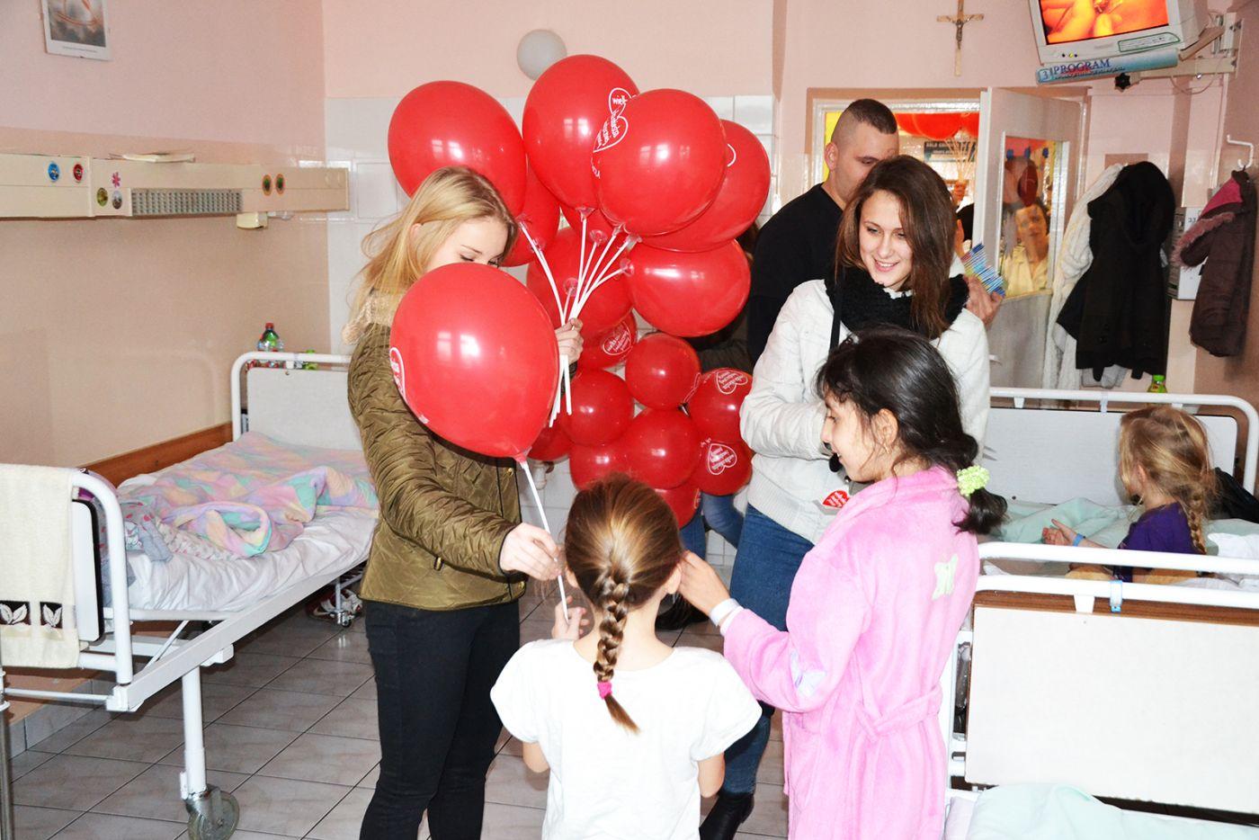 Wolontariusze WOŚP odwiedzili pacjentów