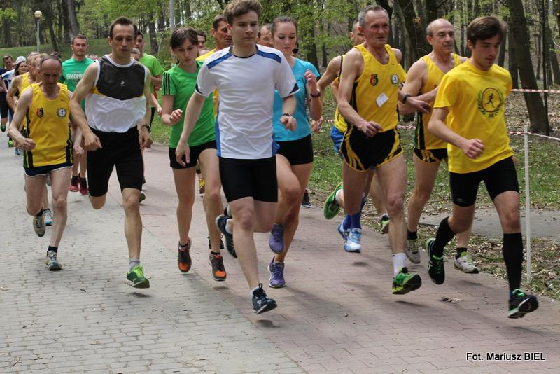Po parku miejskim biegali po zdrowie