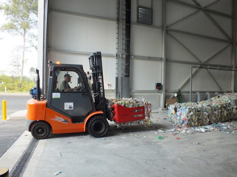 Jak się pracuje przy segregacji odpadów