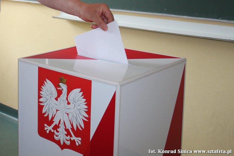 Sondaż: PiS zwycięża w Polsce i na Podkarpaciu