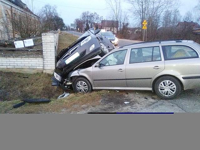Zderzenie pojazdów na skrzyżowaniu w Hucisku