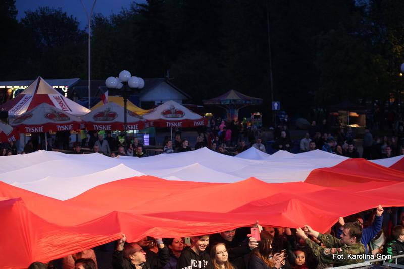 Plac Piłsudskiego w barwach biało-czerwonych