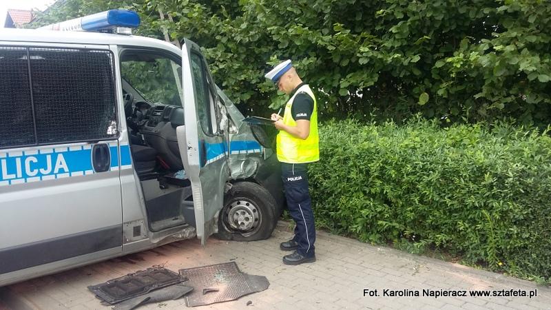Wypadek policyjnego samochodu w Nisku