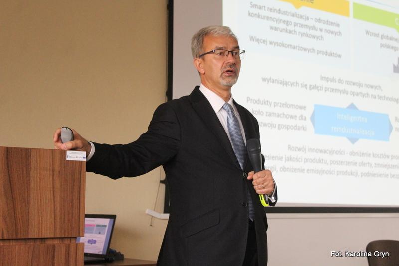 Wiceminister Kwieciński na konsultacjach w Stalowej Woli