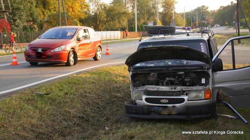 Ford zderzył się z peugeotem