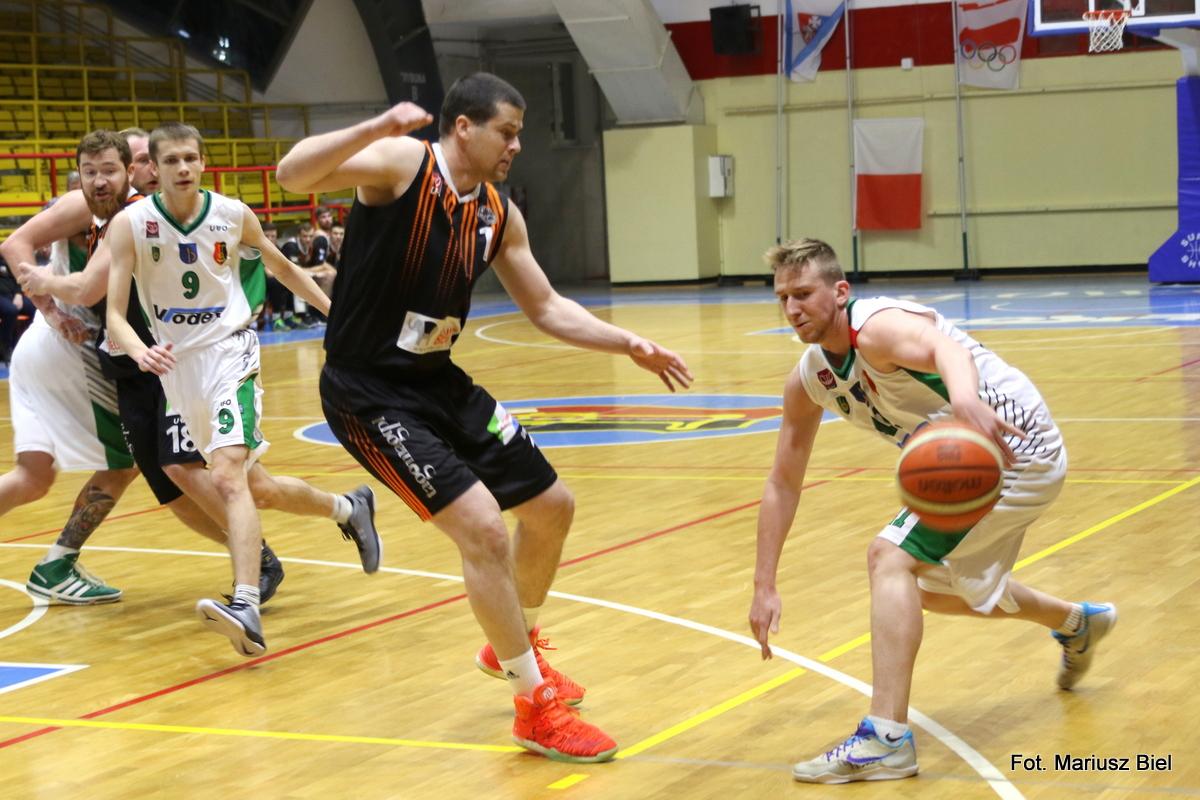 II liga koszykówki. Stal - Hutnik Warszawa 78:90