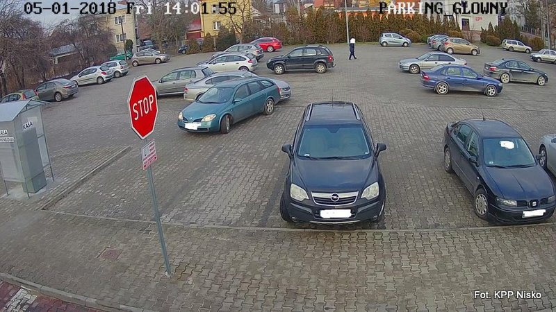 Uderzył w zaparkowany pojazd i odjechał