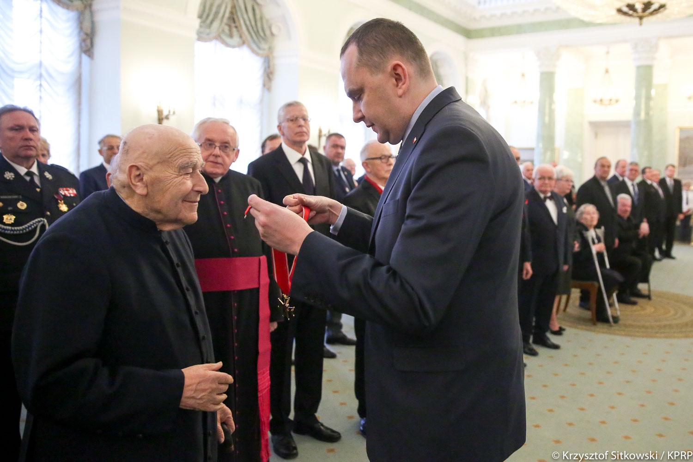 Ks. Czesław Wala otrzymał państwowe odznaczenie