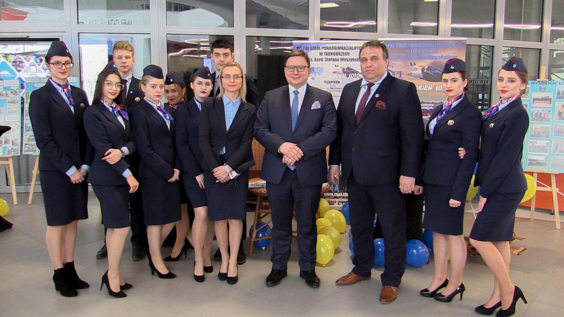 Stewardessy z Tarnobrzega przygotowują się do zawodu