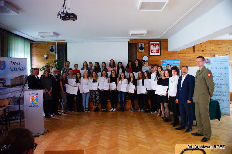 Uczniowie niżańskiego RCEZ otrzymali Europass Mobilność