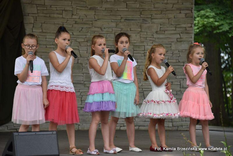 Uczestnicy warsztatów NCK zaśpiewali dla mieszkańców
