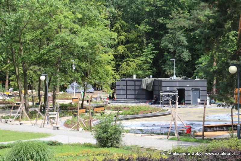 Kończą się prace przy wodnym placu zabaw