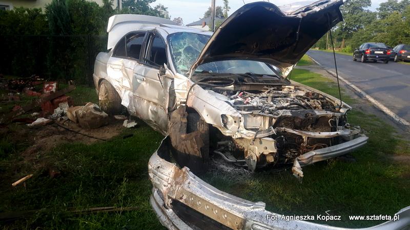 W Jeżowem rozpędzonym autem uderzył w płot