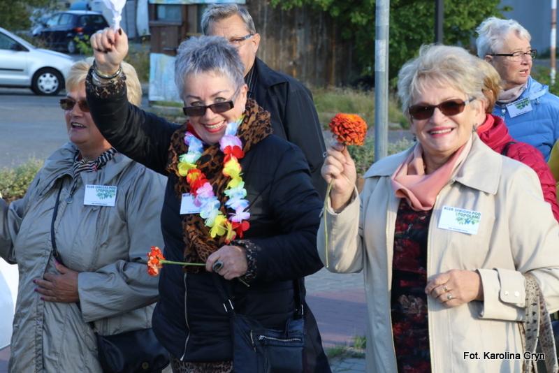 Seniorzy w barwnym korowodzie przeszli ulicami Stalowej Woli