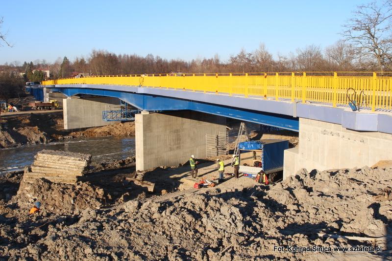 Budowa mostu w Ulanowie na finiszu