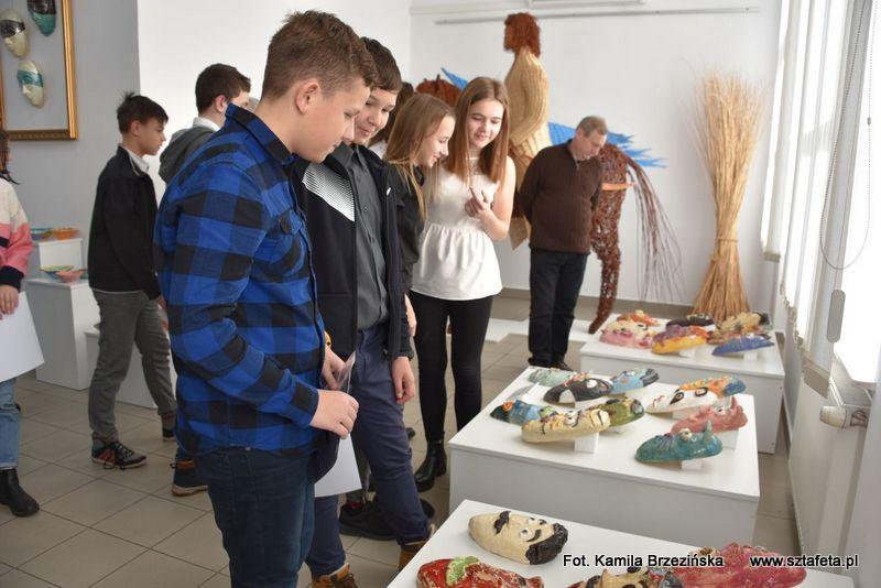 W Rudniku uczniowie haftowali, wyplatali i tworzyli ceramiczne cuda