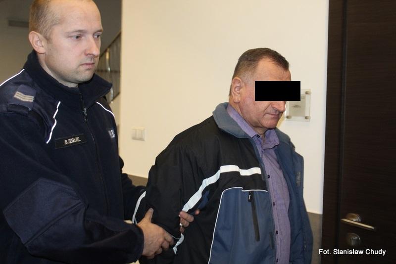 Ksiądz-pedofil dobrowolnie poddał się karze