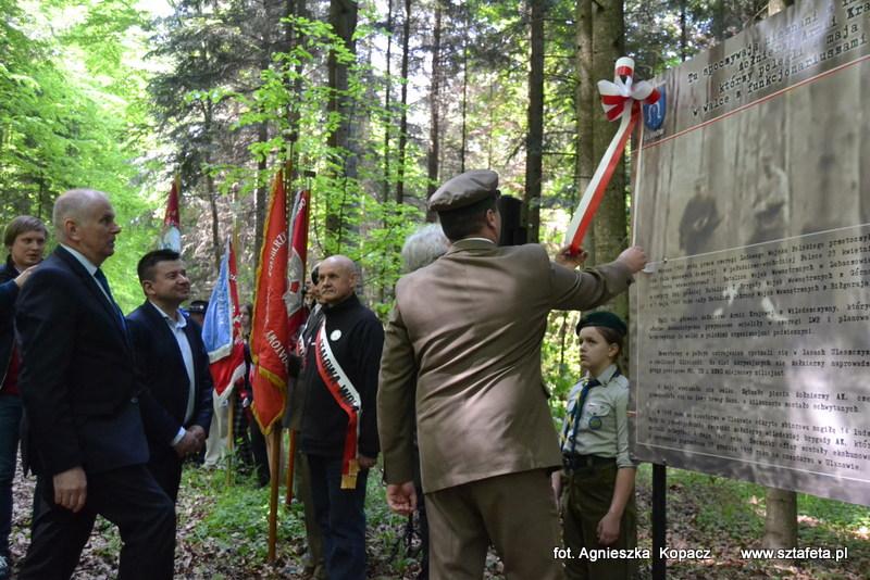 Odsłonili tablicę upamiętniającą poległych w lasach Uleszczyzny