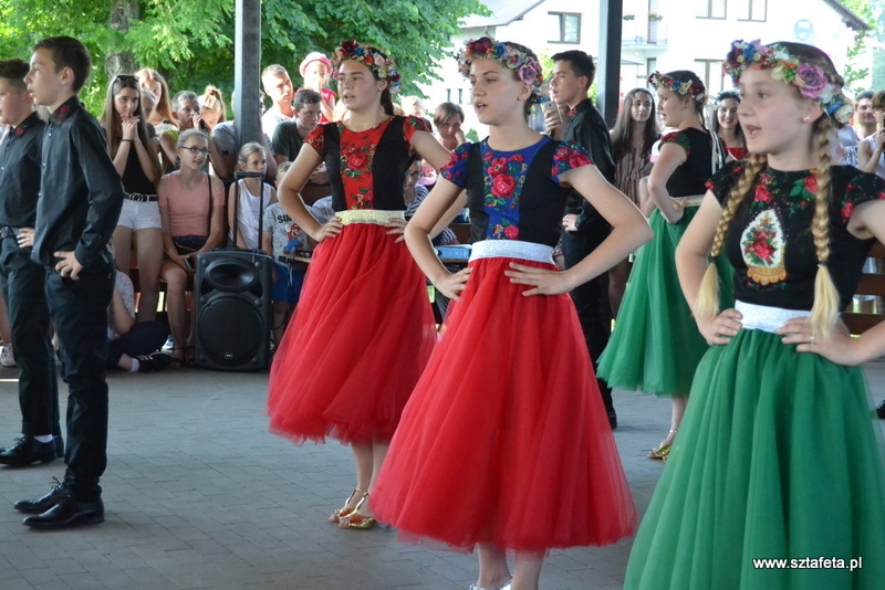 Dzieci i młodzież z Sarzyny o swojej Ojczyźnie słowem, tańcem i piosenką