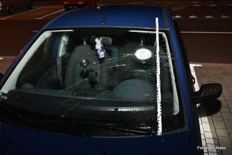 19-latek niszczył samochody kuchennym tłuczkiem