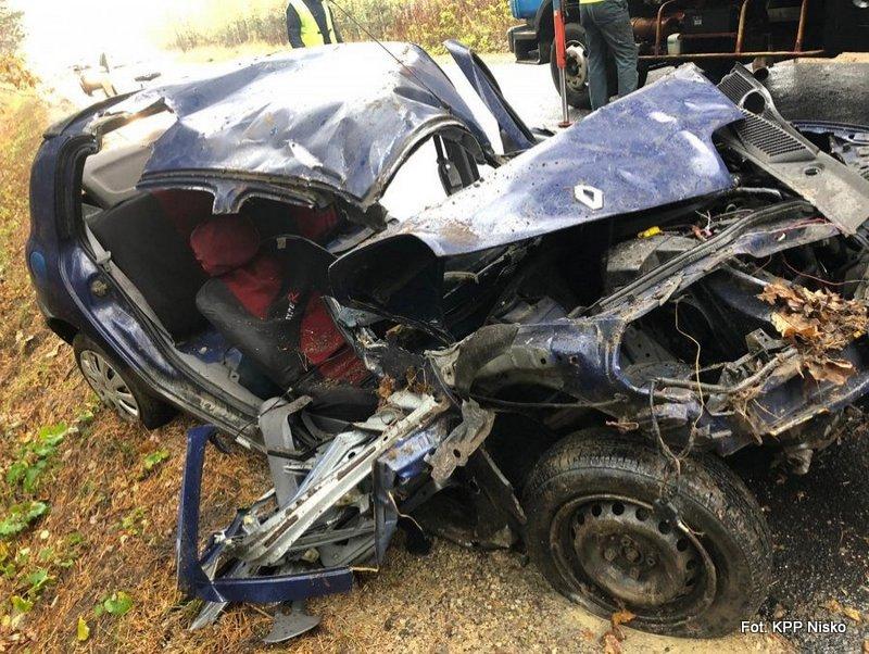 Dąbrówka: W wypadku zginął kierowca renaulta