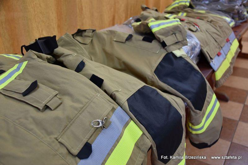Druhowie z niżańskich OSP otrzymali specjalistyczne uniformy
