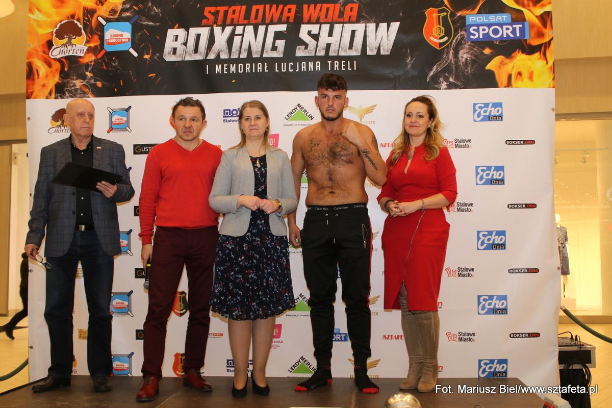 """""""Stalowa Wola  Boxing Show"""". Bokserzy po ważeniu, gotowi do walk"""