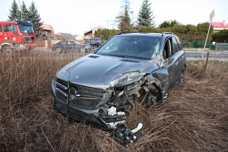 73-latek zasłabł za kierownicą