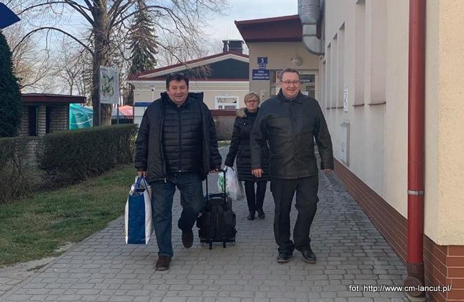 Koronawirus. Dwie wyleczone osoby opuściły szpital w Łańcucie