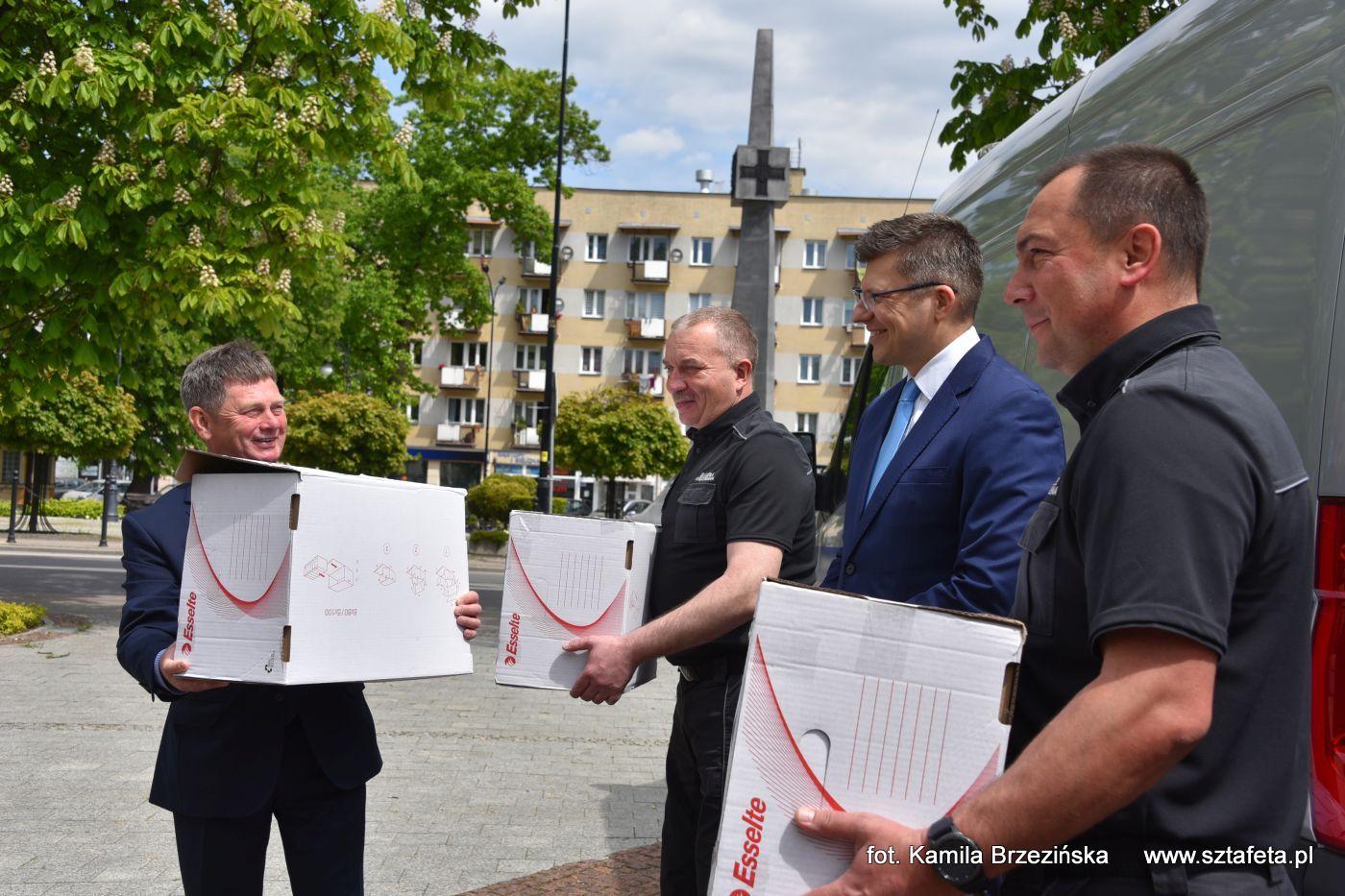 7 tysięcy maseczek uszytych przez osadzone z Zakładu Karnego w Rzeszowie trafiło do Niska