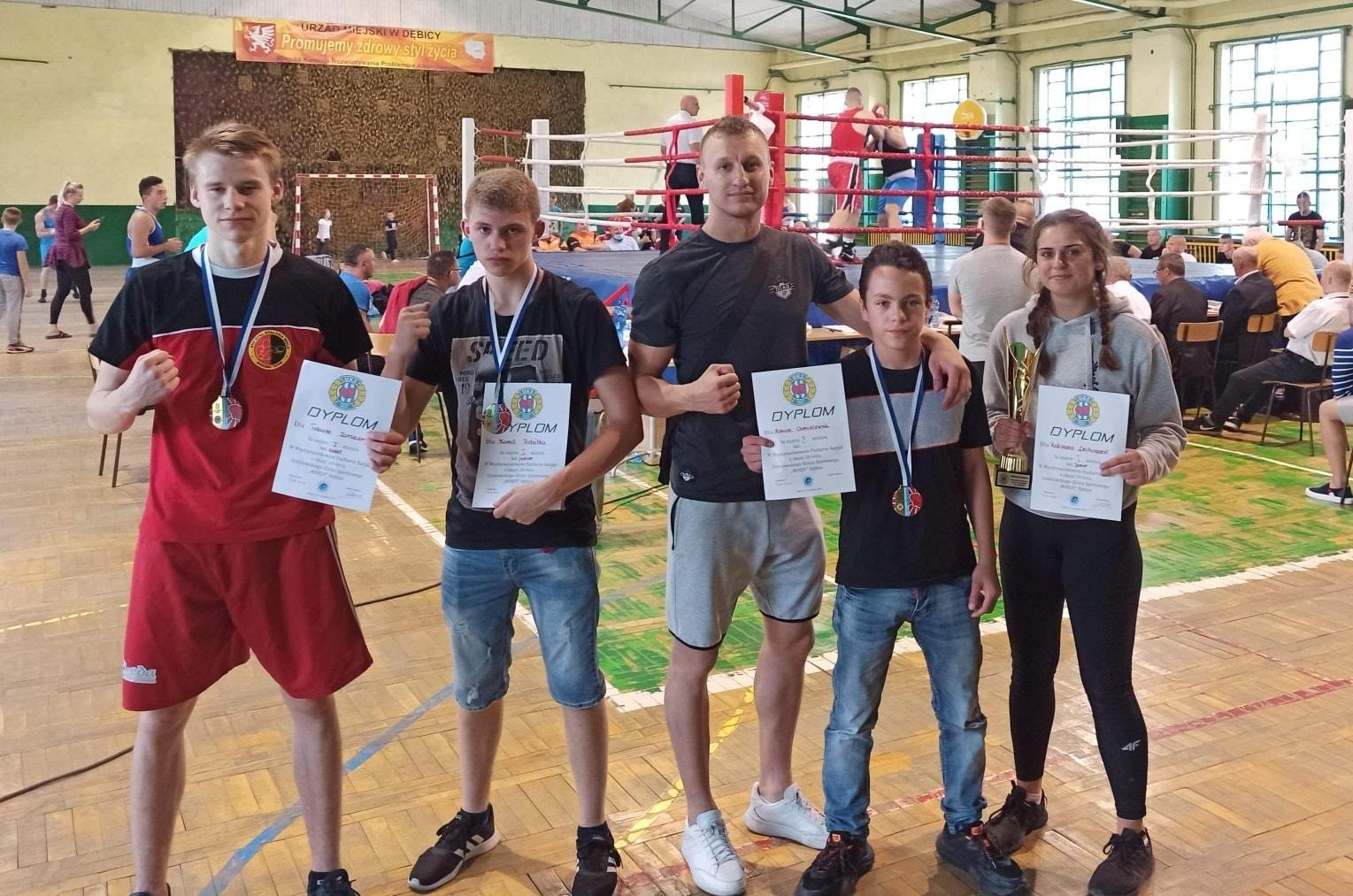 Zwycięskie pojedynki bokserów Stali w Dębicy