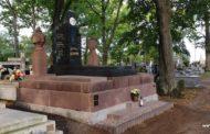 Rząd zamyka cmentarze na 3 dni