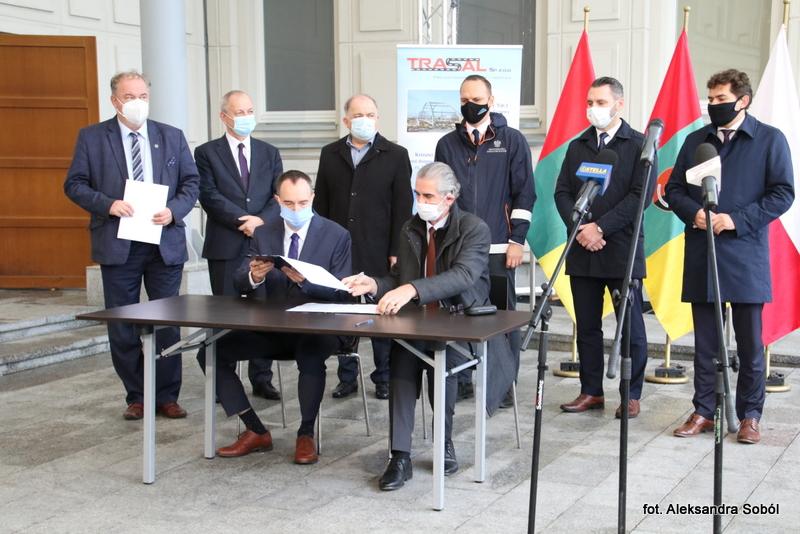 Podpisali umowę na projekt trzeciego mostu na Sanie