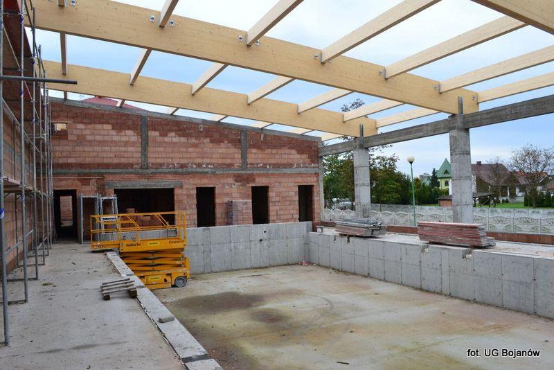Budują zadaszenie hali sportowej z basenem w Stanach